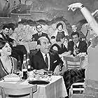 Eleni Anousaki, Nitsa Tsaganea, and Thanasis Vengos in Pare, kosme! (1967)