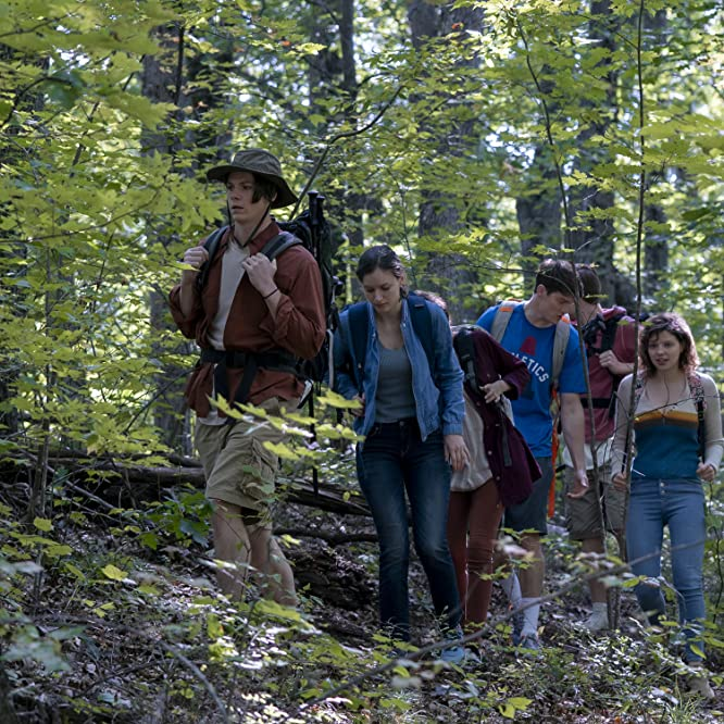 Jack Mulhern, Chloë Levine, Olivia Nikkanen, and Alex MacNicoll in The Society (2019)