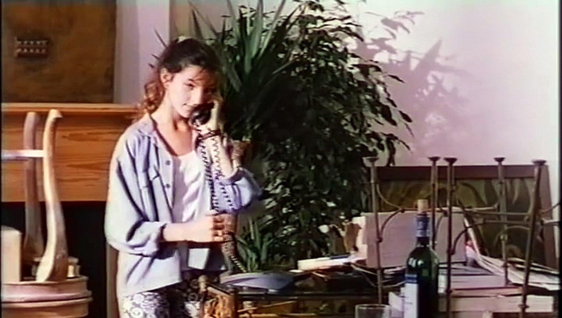 Julia Maraval in Dis-moi oui... (1995)