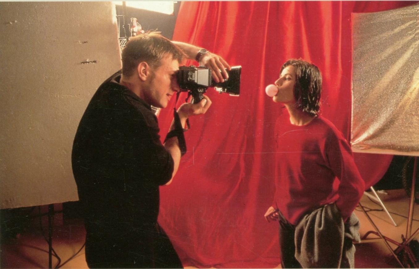 دانلود فیلم trois couleurs: rouge