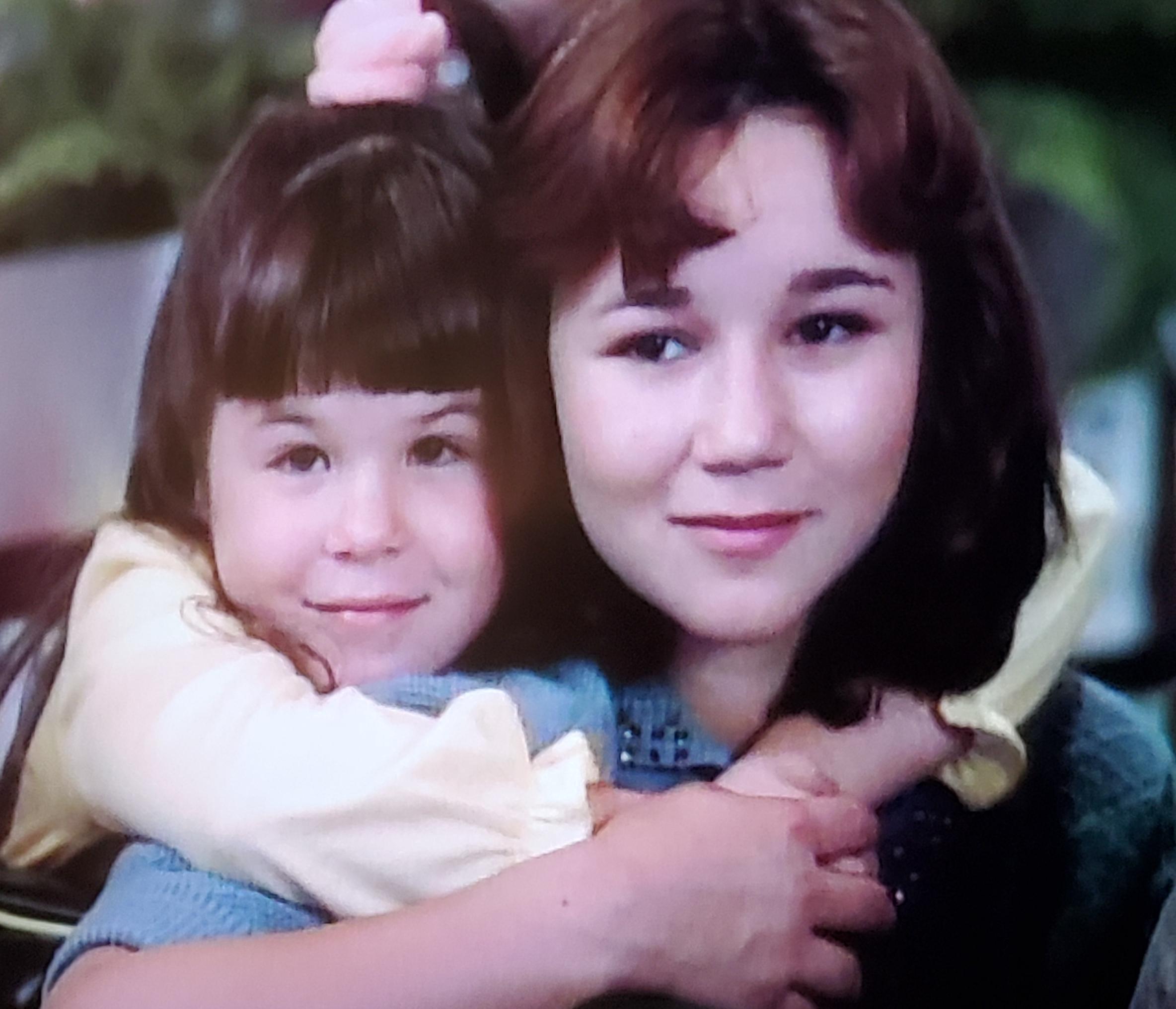 Blanca De Garr and Heidi Zeigler in Rags to Riches (1987)