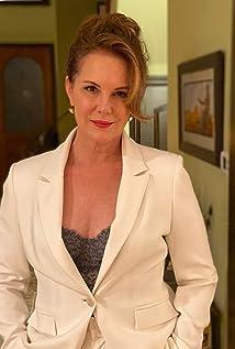 Elizabeth Perkins Picture