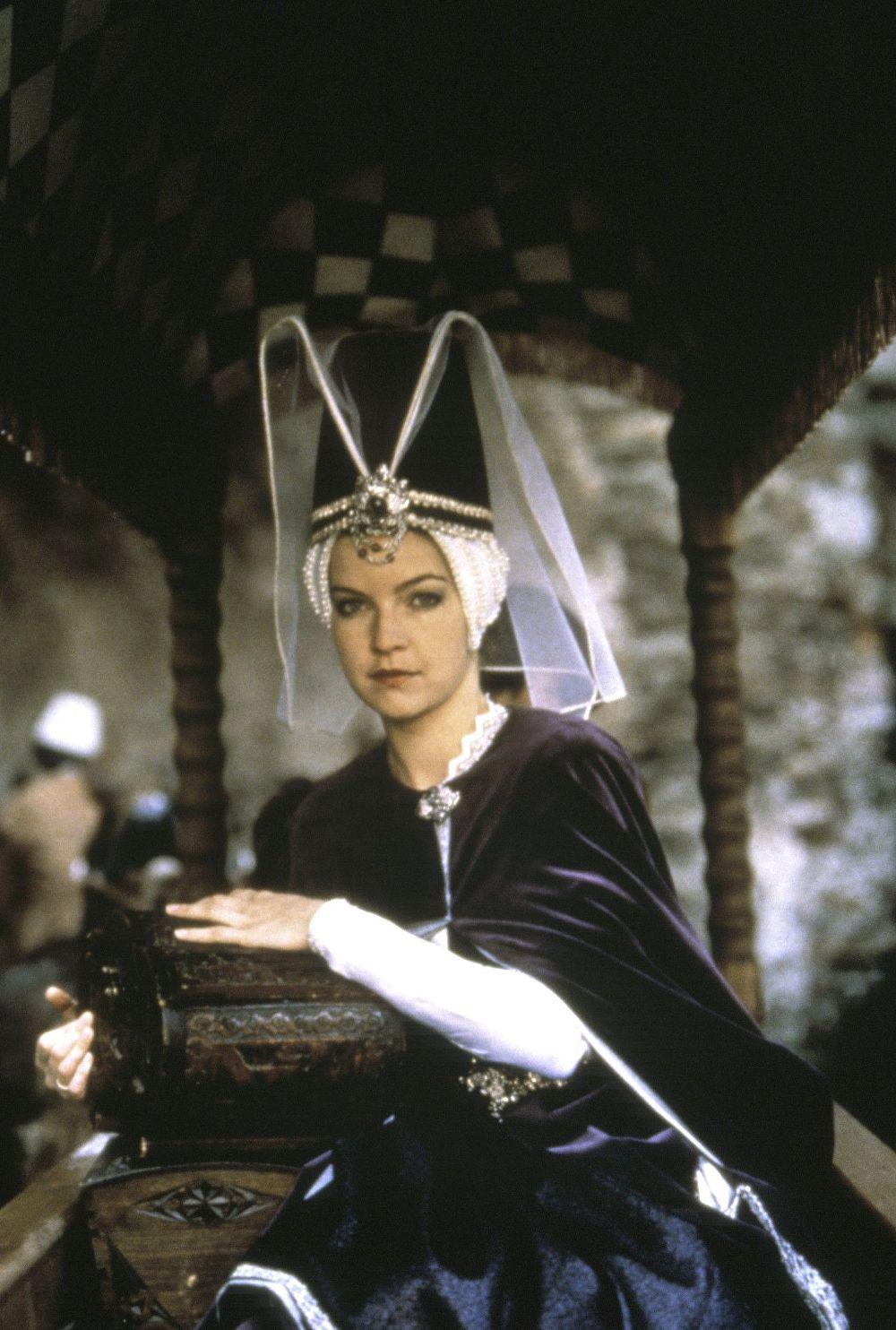 Zuzana Kocúriková and Dietlinde Turban in Sol nad zlato (1983)