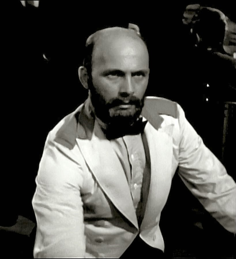 Gavin MacLeod in Mr. Lucky (1959)