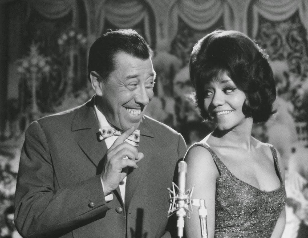 Fernandel and Nancy Holloway in Blague dans le coin (1963)