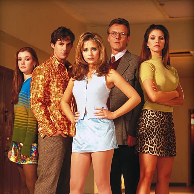 Sarah Michelle Gellar, Charisma Carpenter, Alyson Hannigan, Nicholas Brendon, and Anthony Head in Buffy the Vampire Slayer (1997)