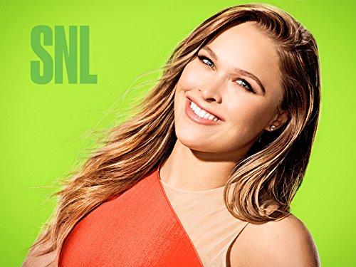 """دانلود زیرنویس فارسی فیلم """"Saturday Night Live"""" Ronda Rousey/Selena Gomez"""