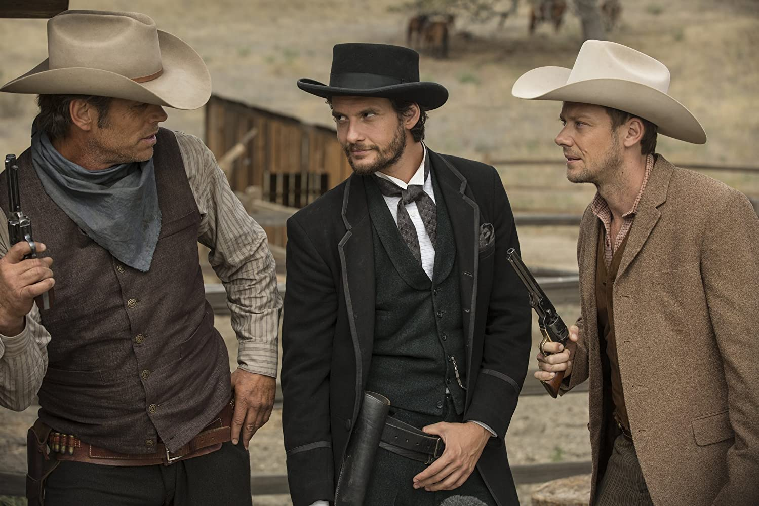 Chris Browning, Jimmi Simpson, dan Ben Barnes dalam Westworld (2016)