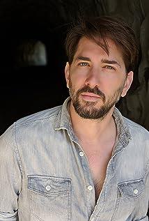 Ryan Harper Gray Picture