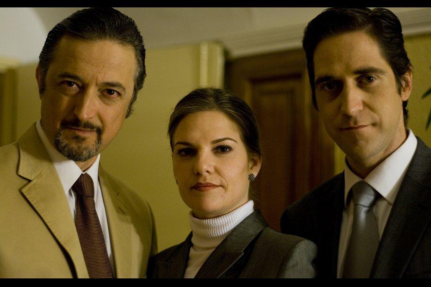 Aníbal Soto, Virginia de Morata, and Rafa Castillo-Romero in La Corporación (2008)