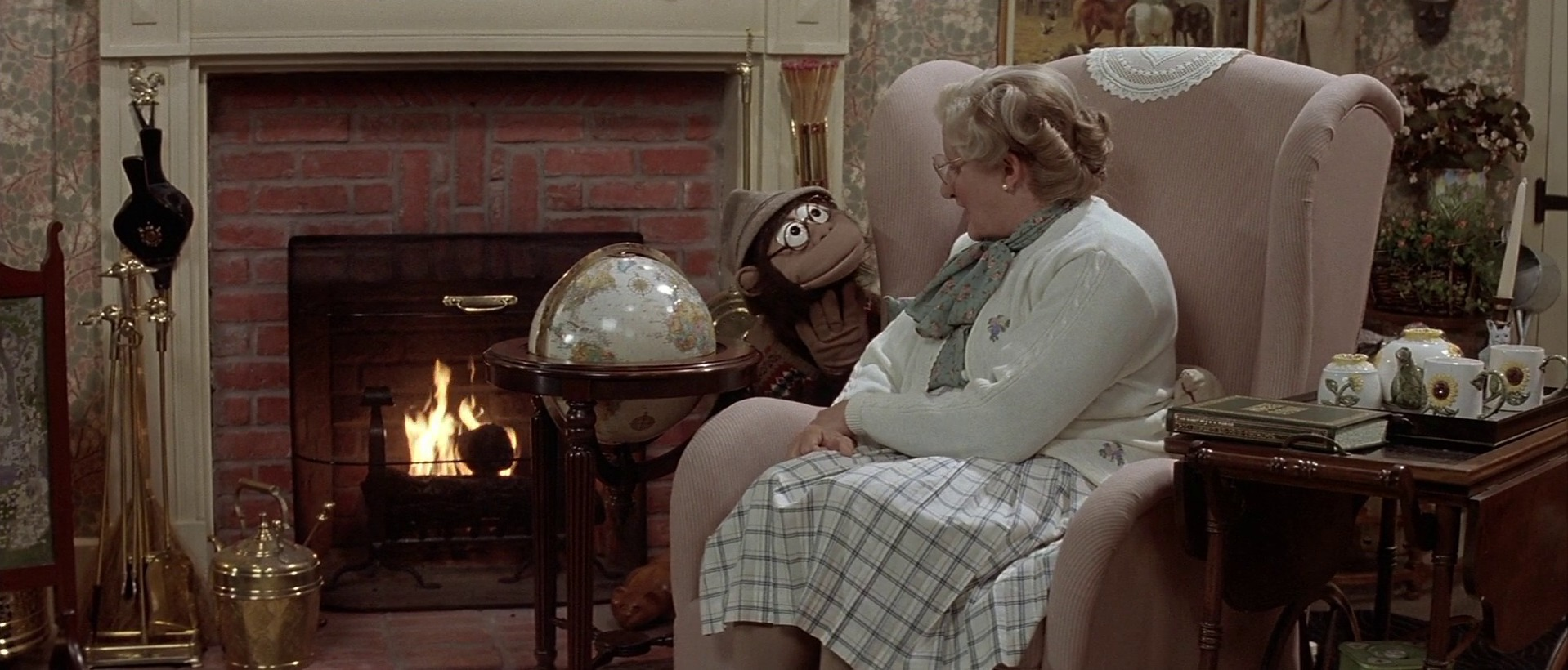 Robin Williams and William Newman in Mrs. Doubtfire (1993)
