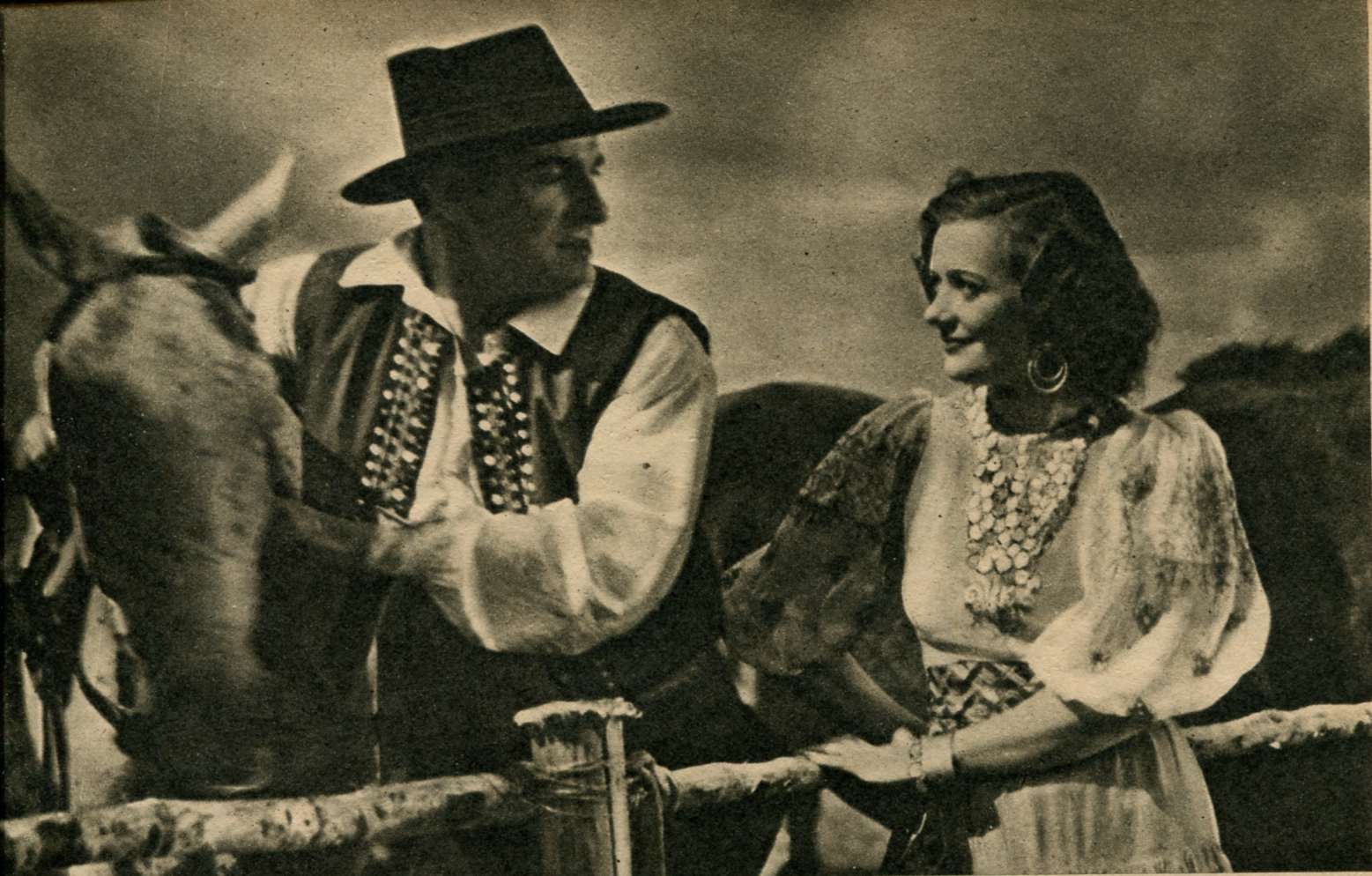 Zita Fiore and Jean Galland in Le Danube bleu (1940)