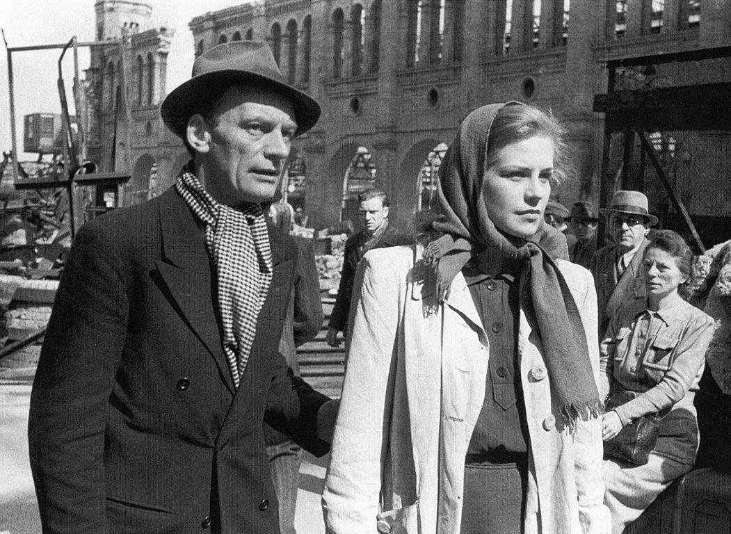 Hildegard Knef and Wolfgang Staudte in Die Mörder sind unter uns (1946)
