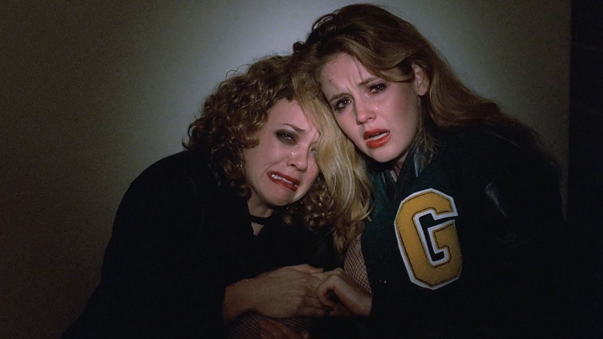 Wendy Benson-Landes and Lisa Robin Kelly in The X Files (1993)