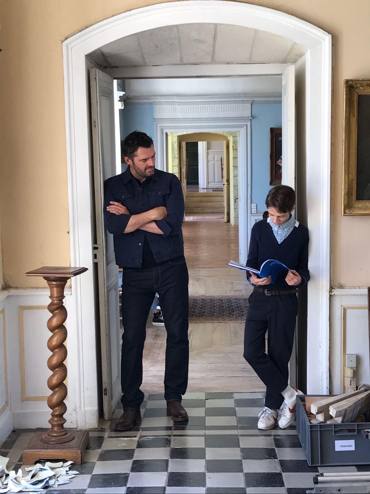 Max Baissette de Malglaive and Arnaud Ducret in Monsieur je-sais-tout (2018)