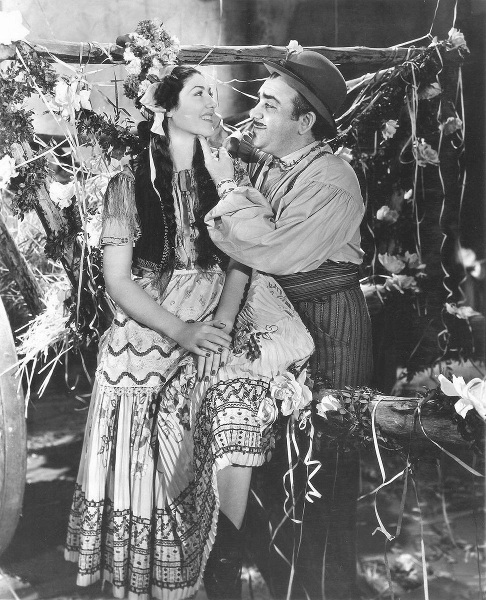Akim Tamiroff in Paris Honeymoon (1939)
