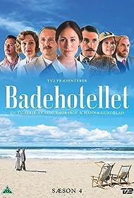 Amalie Dollerup, Bodil Jørgensen, Mads Wille, Lars Ranthe, Rosalinde Mynster, Jens Jacob Tychsen, and Morten Hemmingsen in Badehotellet (2013)