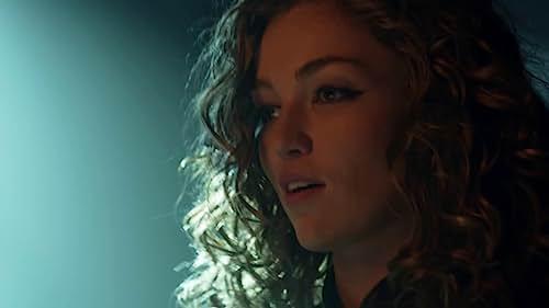 Gotham: Catwoman Steals A Diamond