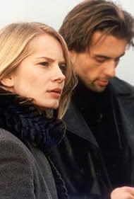 Magdalena Cielecka and Mariusz Frankowski in Listy milosne (2001)