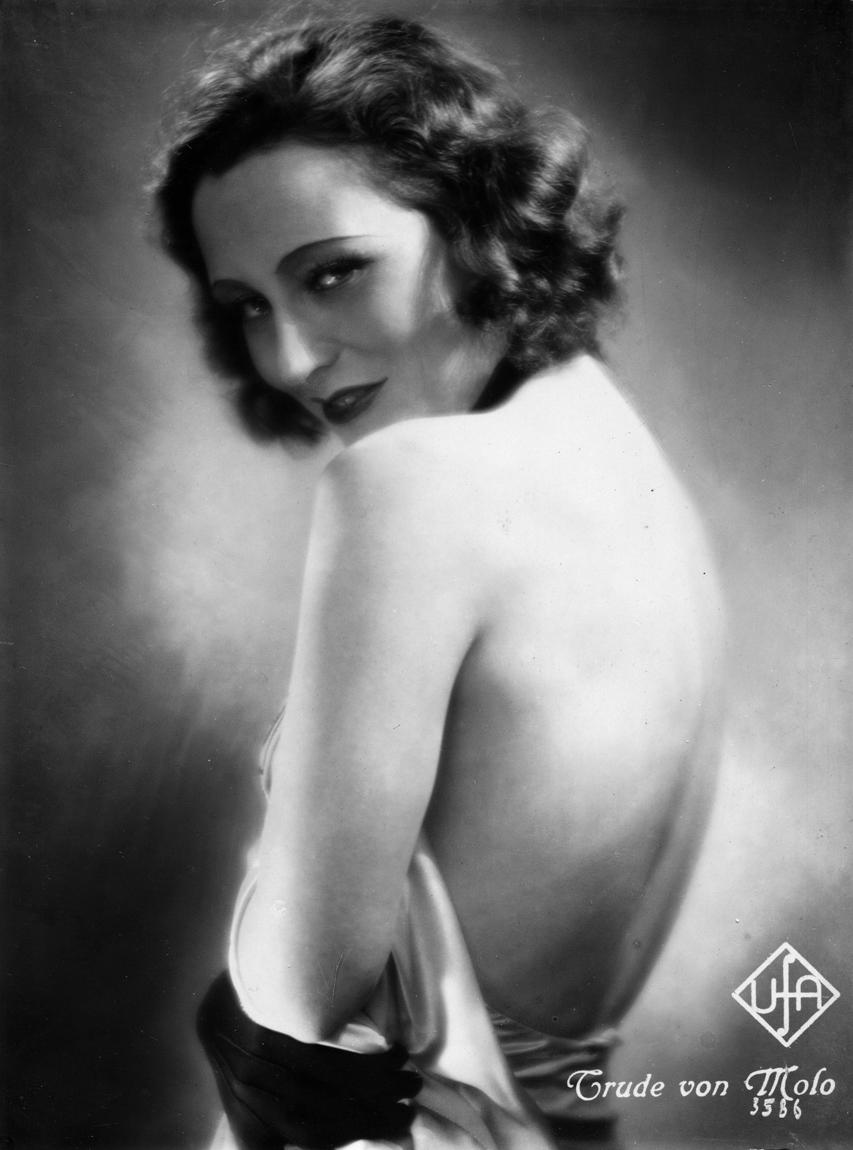 Trude von Molo in Der weiße Dämon (1932)