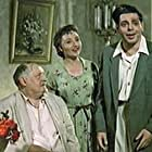 Nikolai Chistyakov, Arkady Raykin, and Bronislava Tronova in My s vami gde-to vstrechalis (1954)