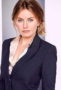 Sarah Minnich Picture