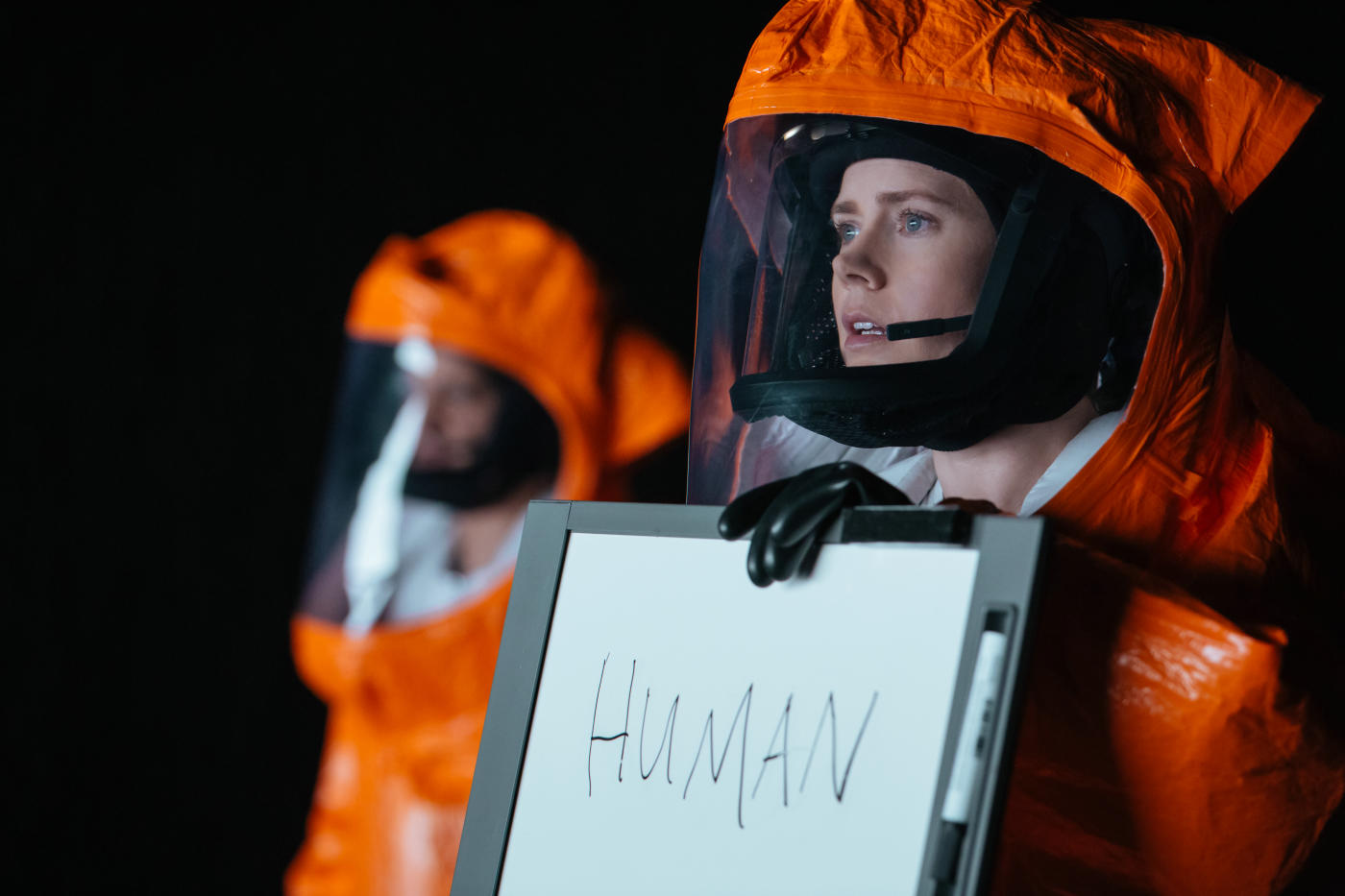 Amy Adams and Jeremy Renner in Arrival (2016)