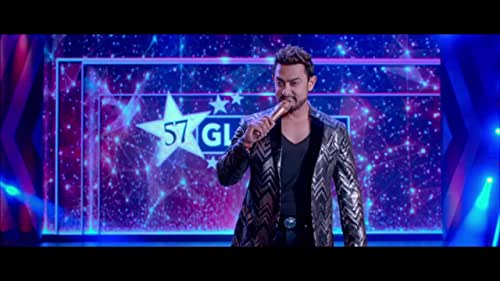 Secret Superstar traces the journey of Insia, a 14 year old girl from Baroda, whose dream of becoming a singer changes her life and the lives of everyone around her.