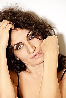Paola Lavini Picture