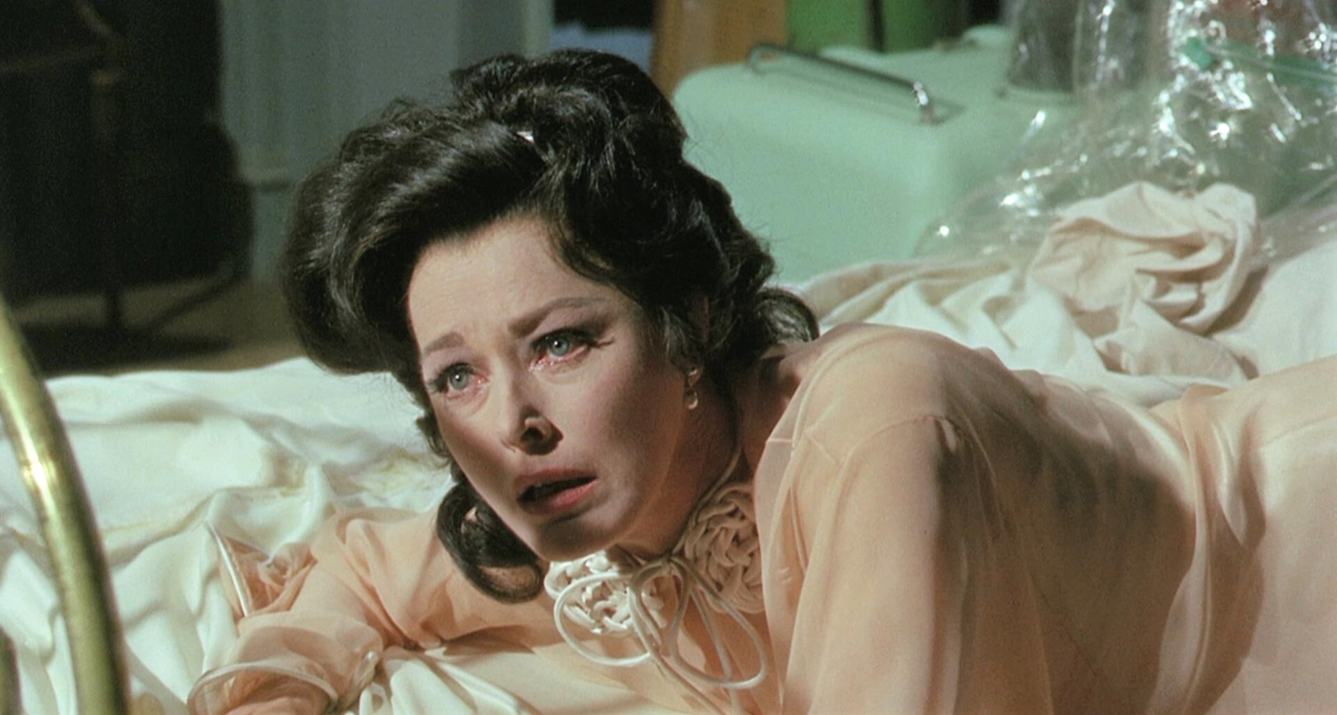 Eleanor Parker in Eye of the Cat (1969)