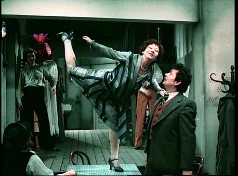 Irena Kwiatkowska and Józef Nalberczak in Hallo Szpicbródka, czyli ostatni wystep króla kasiarzy (1978)