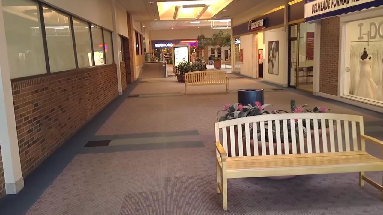 Dead Malls: Sad, Depressing Bristol Mall In Bristol, VA (2016)