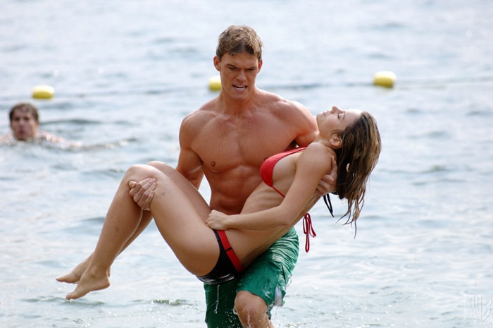 Erica Durance and Alan Ritchson in Smallville (2001)