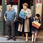 Josiane Balasko and Maurice Bénichou in Tout le monde n'a pas eu la chance d'avoir des parents communistes (1993)