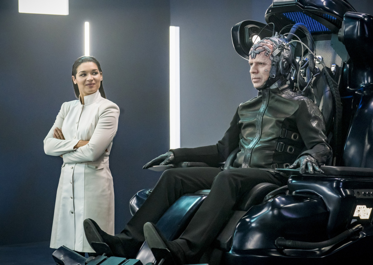 Kim Engelbrecht and Neil Sandilands in The Flash (2014)