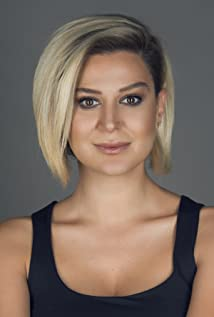 Hande Katipoglu Picture
