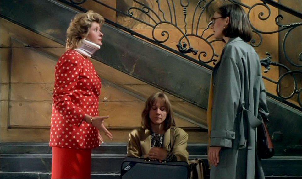 Catherine Jacob, Susan Moncur, and Hélène Vincent in Les maris, les femmes, les amants (1989)