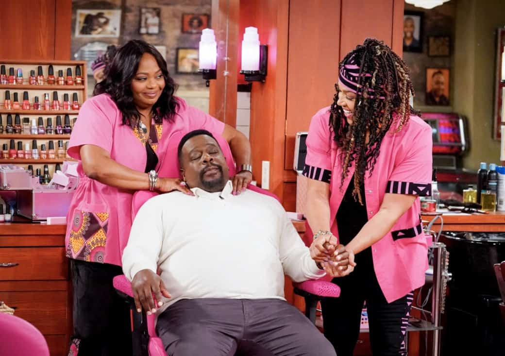 Kym Whitley, Cedric the Entertainer, and Cocoa Brown in Welcome to the Invasion (2021)