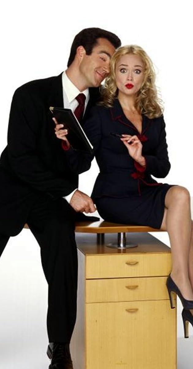 ждет, что в офисе директорша целуется с секретаршей можете