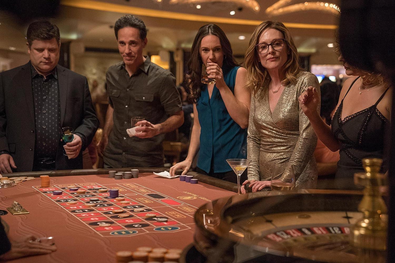 Julianne Moore, Sean Astin, and Sarah Lowe in Gloria Bell (2018)