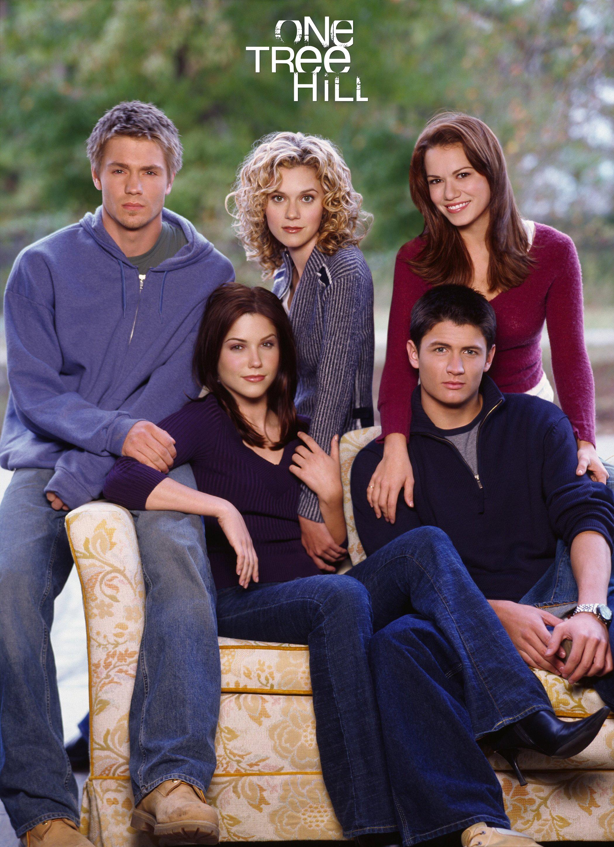 Sophia Bush, James Lafferty, Bethany Joy Lenz, Chad Michael Murray, and Hilarie Burton in One Tree Hill (2003)