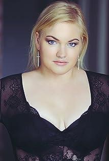 Emma Cavalier Picture