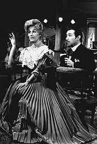 Ana María Campoy and Manuel de Sabattini in Las mujeres los prefieren tontos (1964)