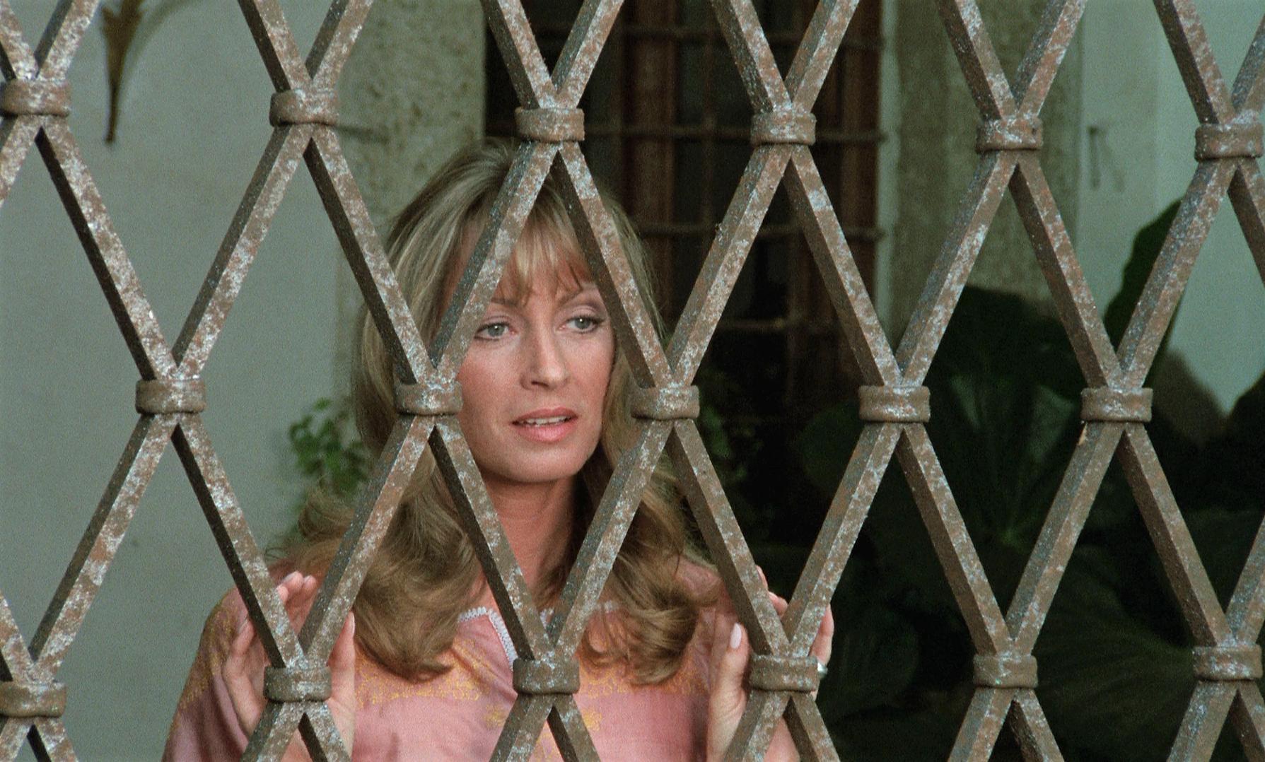 Suzy Kendall in I corpi presentano tracce di violenza carnale (1973)