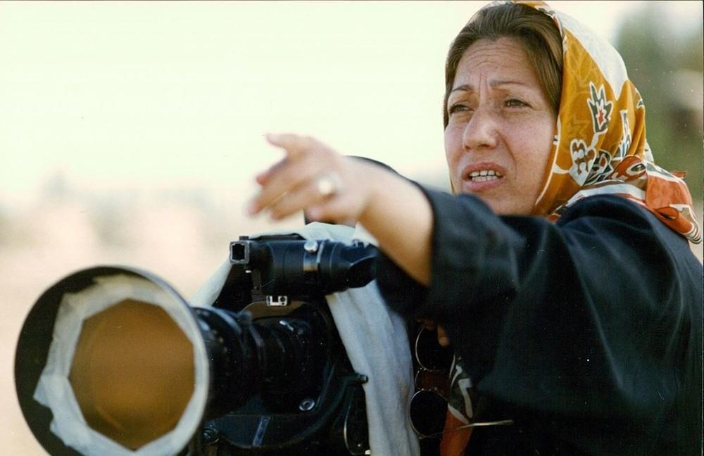 Rakhshan Banietemad in Rusari Abi (1995)