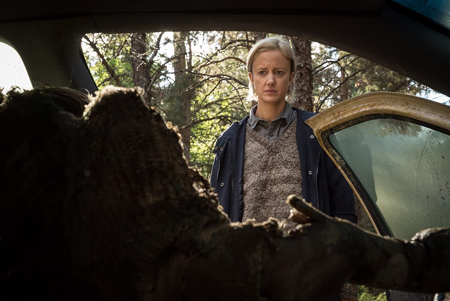 Jacki Weaver and Andrea Riseborough in The Grudge (2020)