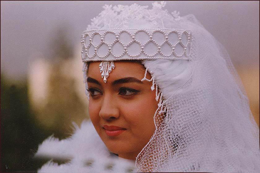 Niki Karimi in Aroos (1991)