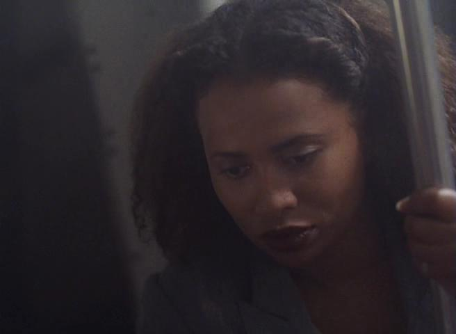 Lisa Nicole Carson in Aftershock: Earthquake in New York (1999)