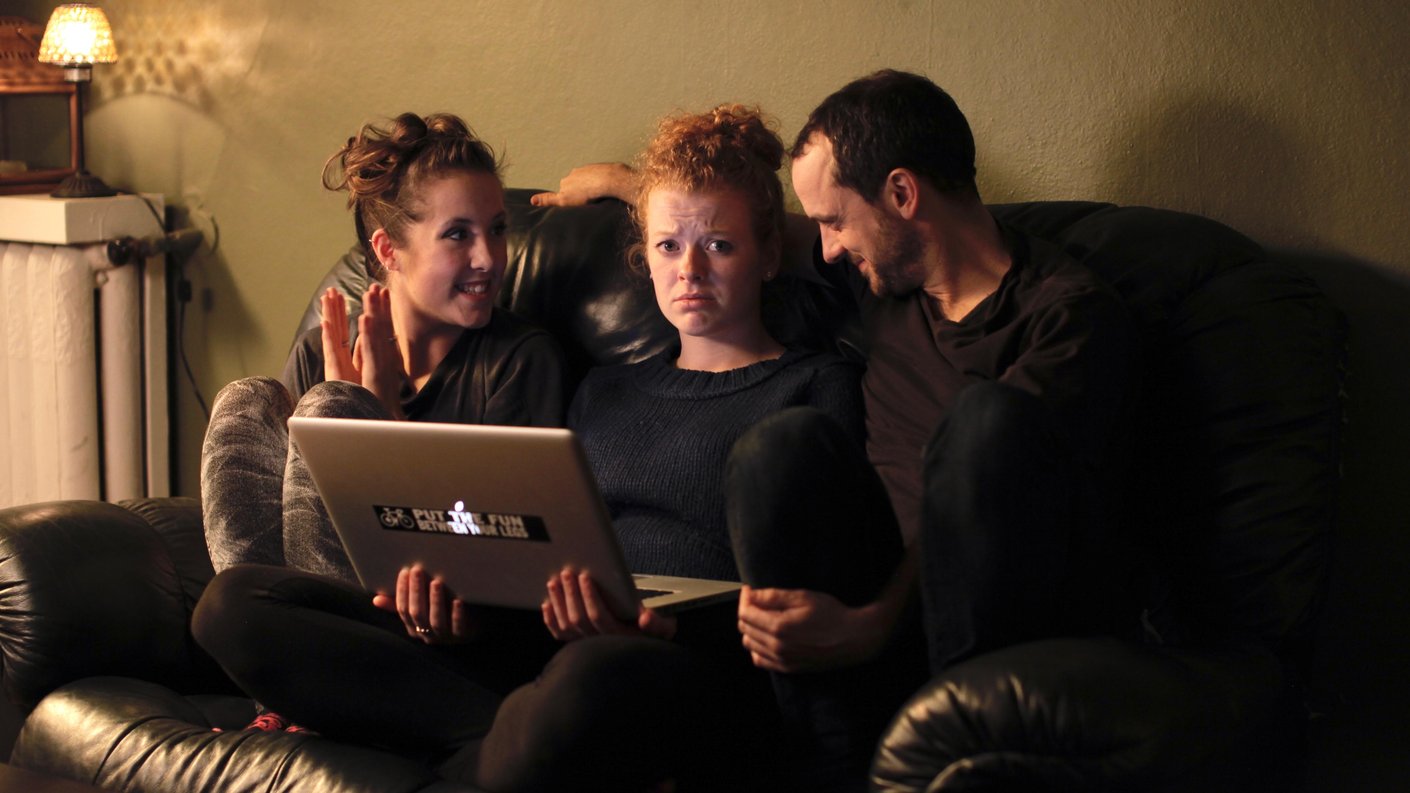 Online-Dating-Rituale der amerikanischen männlichen Vollaufpaare Wot lowe Matchmaking