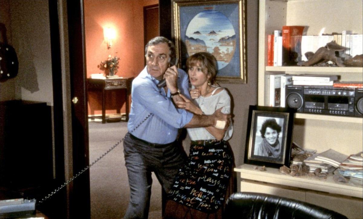 Béatrice Agenin and Lino Ventura in La 7ème cible (1984)